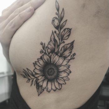 tatouage poitrine cannes sein tattoo underboobs cotes floral