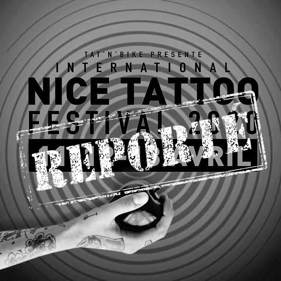 """affiche du festival de tatouage de nice 2020 montrant une avant bras tatoué, plein de tatouage. La main tient une pomme. On peut lire l'inscription """"tat'n'bike présente international nice tattoo festival 2020 11 12 13 avril reporté """". image en noir et blanc"""