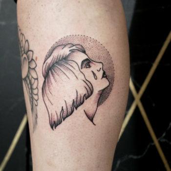 tatouage cannes trad portrait femme dotwork oldschool