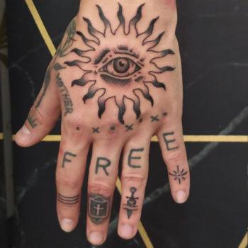 cannes tattoo taouage main soleil oeil gravure